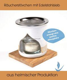 Räucherstövchen Spirale weiß 9cm handgefertigtes Keramikstövchen aus dem Allgäu, unser bestes Preis/Leistungs-Angebot aus heimischer Keramik Edles Weiß mit umlaufender hellbeiger Zierblende mit weißem Spiralmotiv, Öffnung zwiebelförmig. Ein platzsparendes und hervorragend funktionierendes Räucherstövchen mit zwiebelförmiger Öffnung zum einfachen Bedienen des Teelichtes. Achtung: Stövchen kann heiß werden, deshalb immer auf eine hitzeunempfindliche Unterlage stellen. Meaningful Gifts, Incense, Aperture, Spirals