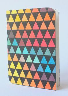Design Notizbuch Bunte Dreiecke von D.N.Mai Creative Works auf DaWanda.com Mai, Bunt, Etsy, Creative, Books, Design, Diary Notebook, Libros, Book