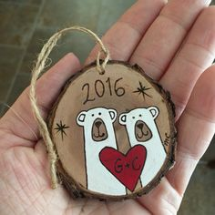 Couples Bear Ornament With Heart - Polar Bears Engagement Ornament - First Christmas Ornament - Hand Painted Wood Burned Wedding Gift Wood Ornaments, Personalized Christmas Ornaments, Diy Christmas Ornaments, Christmas Decorations, Couple Ornaments Diy, Ornaments Design, Wood Burning Crafts, Wood Burning Art, Noel Christmas