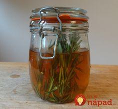 Rosemary and Nettle Vinegar Hair Rinse Vinegar Hair Rinse, Vinegar For Hair, Raw Apple Cider Vinegar, Korn, Herbal Remedies, Herbalism, Ale, Health And Beauty, Herbs