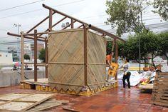 Protótipo de abrigo temporário projetado por Shigeru Ban é construído no Equador
