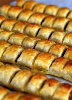 Thermolicious: Sausage Rolls (replace sausage mince with with beef mince) Thermomix Sausage Rolls, Homemade Sausage Rolls, Sausage Recipes, Meat Recipes, Cooking Recipes, Cooking Ideas, Bellini Recipe, Savory Snacks, Appetisers