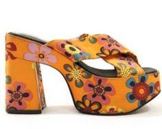 Zodiac Platform Crisscross Sandals in Atomic Orange Daisy Satin / sz 6 Funky Shoes, Crazy Shoes, Cute Shoes, Me Too Shoes, Style Année 70, Mode Style, 70s Inspired Fashion, Shoe Boots, Shoe Bag