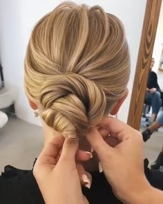 20 Pretty Wedding Updo Hairstyles from Oksana Sergeeva - Hairstyle Tutorial <br> Wedding updos have been the top hairstyle picks among brides of all ages worldwide. This phenomenon is easy to explain: updos are not only practical, but they Updo Hairstyles Tutorials, Wedding Hairstyles Tutorial, Bride Hairstyles, Easy Hairstyles, Hairstyle Ideas, Engagement Hairstyles, Elegant Wedding Hairstyles, School Hairstyles, Wedding Hair Tutorials