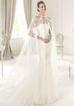 The modern style of this wedding dress comes from the its flattering
