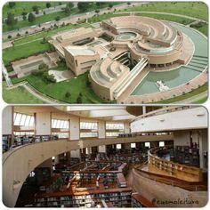 Esta es la Biblioteca Virgilio Barco de Bogotá. En la primera imagen, la biblioteca vista desde el exterior y en la segunda imagen del interior de la biblioteca.