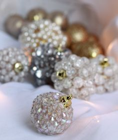 : DIY: Jeweled Ornaments, will try this with my old plastic baubles I was going to bin!