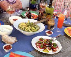 Grillbeilagen: Couscoussalat mit Avocados, Insalata Chaprese, Dipps
