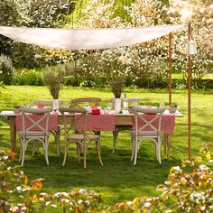 Outside dining with large table and canopy