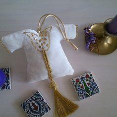 Kaftan İgnedanlık , kaftan lavanta kesesi, iğneoyası, dantelanglez handmade, by sevginingunlugu Henna Night, Kaftan, Ramadan Decorations, Wedding Night, Eid, Floral Arrangements, Projects To Try, Sewing, Blog
