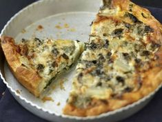 Discover the cooking recipes of Internet users with the reporter readers of Femme Actuelle: Roquefort pie pies pies recipes aux pommes salees soleil Gourmet Recipes, Cooking Recipes, Healthy Recipes, Algerian Recipes, Pizza Cake, Vol Au Vent, Cheese Appetizers, Coco, Food Print