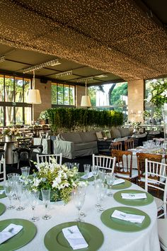 decoracao-casamento-cenographia-verde-branco-luzinhas-7 Always A Bridesmaid, Wedding Decorations, Table Decorations, Green Wedding, Marry Me, Pop Up, Pergola, Wedding Inspiration, Outdoor Structures