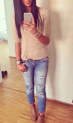Casual day in a cream / tan tee and medium blue wash jeans and tan nubuck ankle booties. Looks gorgeous with her dark tan skin hair color. Fashion Mode, Love Fashion, Fashion Outfits, Womens Fashion, Fall Winter Outfits, Spring Outfits, Outfit Summer, Winter Style, Spring Summer Fashion