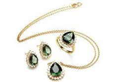 Ilumine o dia: conjunto Princess em ouro amarelo, brilhantes e turmalinas verdes! #aria #joias #jewelry #luxury #precious