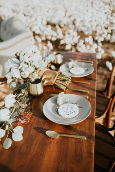 Love the touches of gold in this white wedding inspo shoot | Image by Emily Nicole Photo