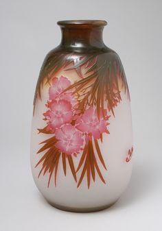 É.GALLÉ (1846-1904)___Pink floral vase