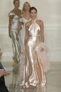 Ralph Lauren Spring 2005 Runway Pictures - Ralph Lauren ~ I know this has already been worn. But this is just inspo. I want a simple silk dress, nothing grand. I don& like the colour wedding white. I like cream whites Source by nikolauslinden - Beautiful Gowns, Beautiful Outfits, Couture Fashion, Runway Fashion, Style Rose, Ralph Lauren, Glamour, Fashion Moda, Satin Dresses