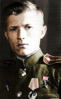 Sniper Ivan Sidorenko (1919 - 1994) officier de l armée Rouge et héros de l union soviétique se distingua comme le meilleur tireurs d élites soviétiques avec 500 coups au but.