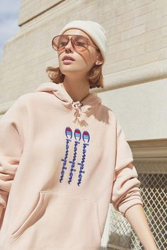 Check out Champion & UO Vertical Logo Hoodie Sweatshirt from Urban Outfitters Moda Outfits, Casual Skirt Outfits, Sporty Outfits, Trendy Outfits, Black Hoodie Outfit, Pants Outfit, Clothing Logo, Champion Sweatshirt, Pants For Women