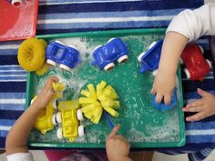 Miss Bridget's Classroom: 7 Car Activities (includes car tracks, car washing, driving cars through different terrains, etc). => carwash watertafel!
