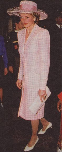 26 sep 1989 Princess Diana (not sure about date- doesn't appear to wear a hat in Sep 1889 but does in 1990)