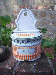 Boite à Sel ancienne en tôle Emaillée rayures oranges et fleurs Tampon BB