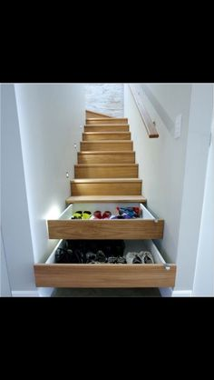 What a cool idea for hiding shoes, hats, and gloves!! Shoe Storage Under Stairs, Shoe Storage Hacks, Shoe Storage Solutions, Hidden Storage, Diy Wedding Yard Signs, Secret Compartment Furniture, Wardrobe Wall, Diy Bed, Loft Beds For Small Rooms