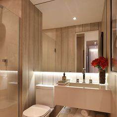 Revestimentos e iluminação deixam o banheiro sofisticado! #chrissilveira #chrissilveiraarquiteta  #architecturephotography #archilovers #architecturelover #architecture #architecturedesign #archlovers #cool #cute #amazing #interiores #interiordesign #interiorideas #interiors #decorideas #homeideas #instaideas #designdeinteriores #design #instadesign #instahome #instadecor #bathroom #mirror #iluminacao #luz #wood