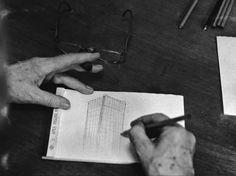 """Mies Van der Rohe, dibujando.... """"HERRAMIENTAS DE ARQUITECTO""""... http://www.santiagodemolina.com/2014/09/herramientas-de-arquitecto.html"""