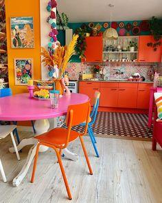 Orange Kitchen Walls, Orange Kitchen Decor, Funky Kitchen, Boho Kitchen, Orange Kitchen Inspiration, Orange Kitchen Furniture, Estilo Kitsch, Orange Rooms, Orange Walls