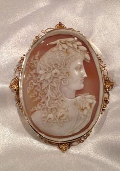 Victorian Gold Cameo Pin
