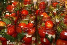 На 3-х литровую банку красных помидоров: Лук репчатый — 2 средних головки Чеснок — 4-5 зубчиков Морковь — 1 шт. средней величины Сельдерей — 3 веточки Перец горький горошек — 5-6 штук Душистый перец — 3-4 штуки Гвоздика — 2-3 штуки Соль — 2 ст. ложки Сахар — 3 ст. ложки Уксус — 2.5 ст.ложки 9% (или 1 ч. ложку 70%)  Уложенные в банку помидоры и пряности залить кипящей водой для прогрева на 10-15 минут.  Слить воду, довести до кипения, добавить соль, сахар и уксус — и залить банки с н