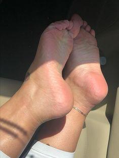 Eljoker Feet Soles, Women's Feet, Wrap Around Ankle Tattoos, Foot Pedicure, Cute Toes, Female Feet, Sexy Feet, Kissing, Sexy Women