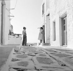 Πάρος Παροικιά 1962 φωτ.Ιωάννης Λάμπρου Vintage Pictures, Old Pictures, Benaki Museum, Greece History, Old Time Photos, Greece Pictures, Paros Greece, Paros Island, Greece Photography