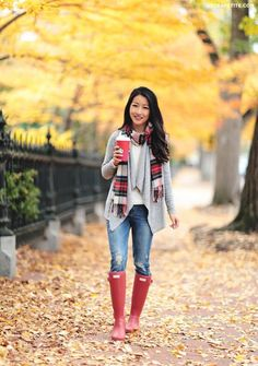how to wear hunter boots for fall