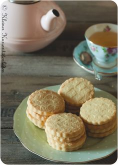 Shortbread Chocolate Chip Shortbread Cookies, Buttery Shortbread Cookies, Holiday Cookie Recipes, Easy Cookie Recipes, Popular Cookie Recipe, Chocolate Dipped Cookies, Best Cookies Ever, Thin Mint Cookies, Easy To Make Desserts
