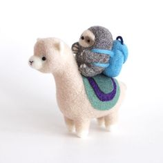 Needle Felted Alpaca and Backpacking Sloth Adventurers – Wild Whimsy Woolies Baby Sloth, Cute Sloth, Needle Felted Animals, Felt Animals, Cute Crafts, Felt Crafts, Alpaca My Bags, Alpaca Toy, Needle Felting Tutorials