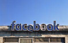 Il graphic designer Andrei Lacatusu immagina i social network come luoghi reali in una situazione di totale abbandono e decadenza.