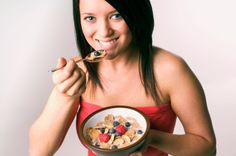 woman eating cereal with fruit Cereal Diet Plan: Lose Weight the Fun Way Health Guru, Health Class, Health Trends, Health And Nutrition, Mental Health, Health Tips For Women, Health And Beauty, Women Health, Womens Health Magazine