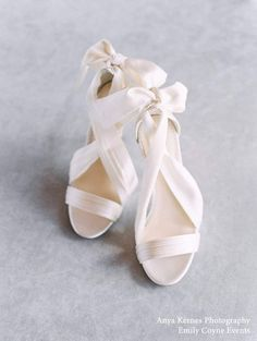Silk ribbon Kelly bridal heels for the modern, minimalistic bride. Bella Belle's classic silk ribbon heels now come in a comfortable block heel, allowing you to dance your entire wedding night! #bridal #bridalshoes #weddingshoes #weddingheels #bridalheels #bellabelleshoes #bellabelle @bellabelleshoes
