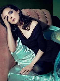 Winona Ryder Hot Topless Sexy Bikini Feet Pictures Young Age Short Hair Winona Ryder, Grace Harper, Winona Forever, Portraits, Liv Tyler, Millie Bobby Brown, Most Beautiful Women, American Actress, Fashion Photo