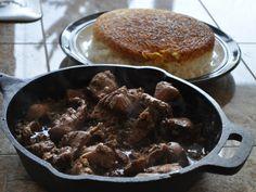 Fesenjan Recipe (Persian chicken in pomegranate-walnut sauce) Pomegranate Sauce, Pomegranate Molasses, Persian Chicken, Persian Rice, Iranian Dishes, Walnut Sauce, Iran Food, Romantic Dinner Recipes, Dressings