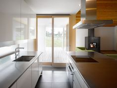 Image 25 of 26 from gallery of Family House in Klokočná / Studio Pha. Modern Family House, Modern Barn House, Home And Family, Long House, White Kitchen Cabinets, Kitchen White, Country Style Homes, Living Area, Studios