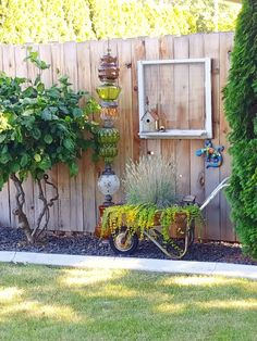 Garden Planning Upcycled Lamp Garden Totem - Make a unique piece of garden art, a glass garden totem, with upcycled vintage lamp globes! Garden Yard Ideas, Diy Garden Decor, Garden Projects, Garden Decorations, Vintage Garden Decor, Outdoor Garden Decor, Outdoor Cafe, Outdoor Plants, Backyard Fences