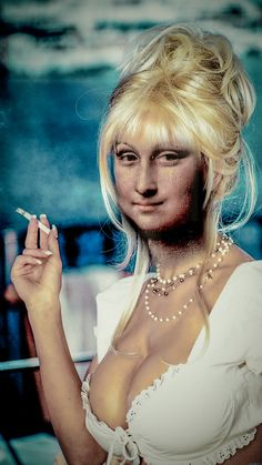Smoking Mona told you don t smoke it s no good Lisa Gherardini, Pop Art, Pin Up, La Madone, Mona Lisa Parody, Mona Lisa Smile, Hokusai, Renaissance Artists, Many Faces