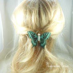 barrette française 6 cm papillon soie vert pailleté, perles blanches,dorées, collection Maéva, coiffure romantique, printemps,made in France