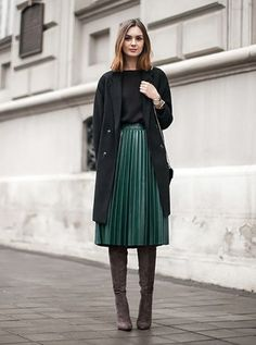 How you can style over the knee boots, over the knee boots outfit inspirations, plunge styles, winter fashion. over the knee boot outfit black Mode Outfits, Casual Outfits, Fashion Outfits, Womens Fashion, Casual Hair, Dress Outfits, Work Fashion, Modest Fashion, Fashion Fashion