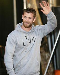 Thor Wallpaper, Hemsworth Brothers, Crazy Fans, Great King, Hot Actors, Celebs, Celebrities, Chris Hemsworth, Marvel Avengers