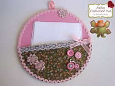 CRIATIVIDADE EVA: Porta Recados de EVA feito no LP de Vinil Cd Crafts, Diy Arts And Crafts, Flower Crafts, Felt Crafts, Crafts For Kids, Paper Crafts, Cd Recycle, Recycled Cds, Cd Diy