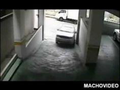 Bostaço: Mulher estacionando faz o inacreditável